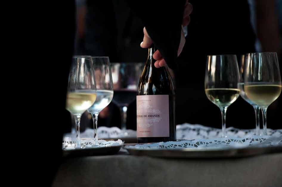 ¿Hasta dónde llenar una copa de vino?