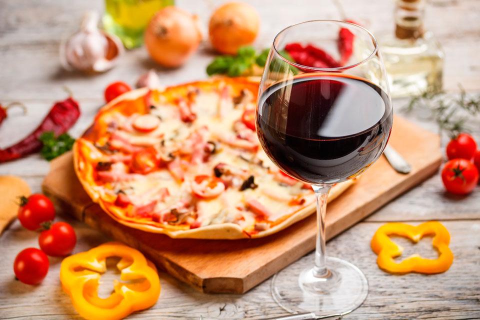 Combinar pizza y vino es una opción como otra cualquiera