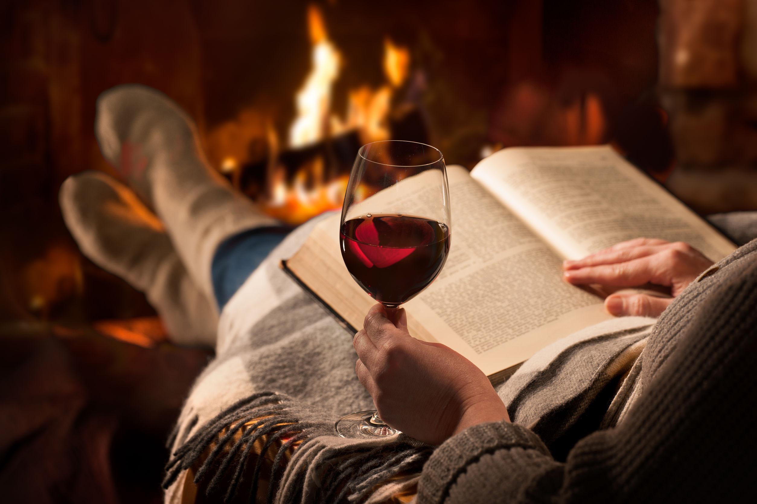 4 planes con vino para relajarse en casa
