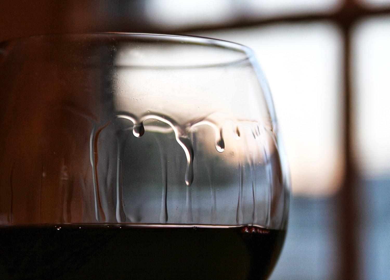 ¿Qué son las lágrimas del vino?